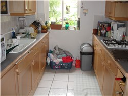home staging before picture kitchen