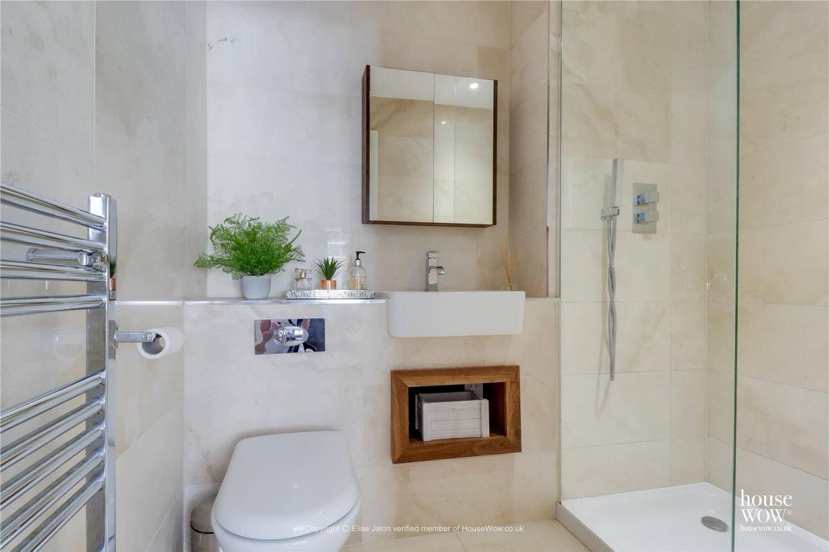 17 Bathroom staging to sell