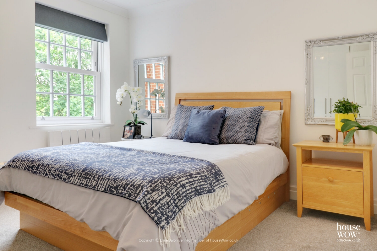 20 Staged to sell bedroom example