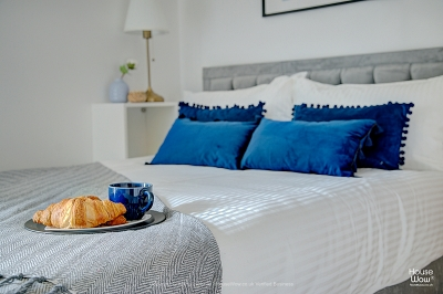 House Wow bedroom home staging by Marta