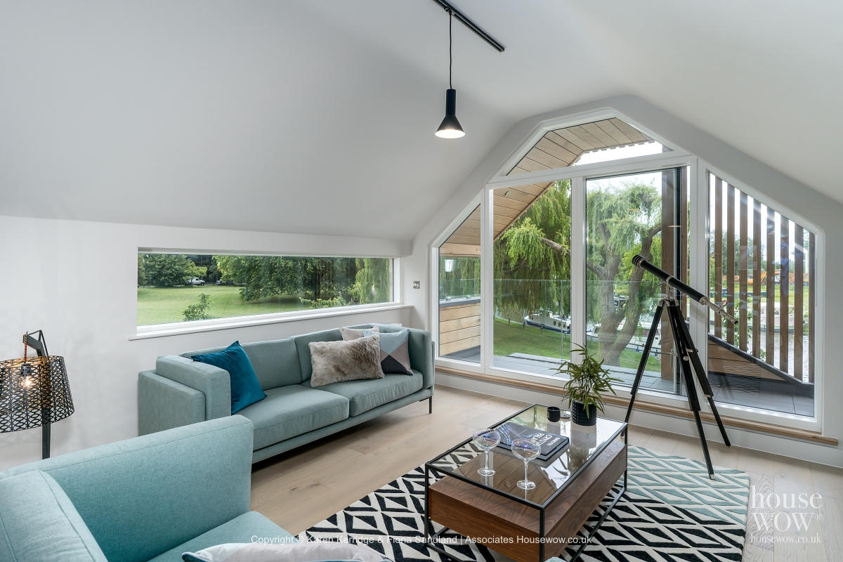 Show Home featuring telescope
