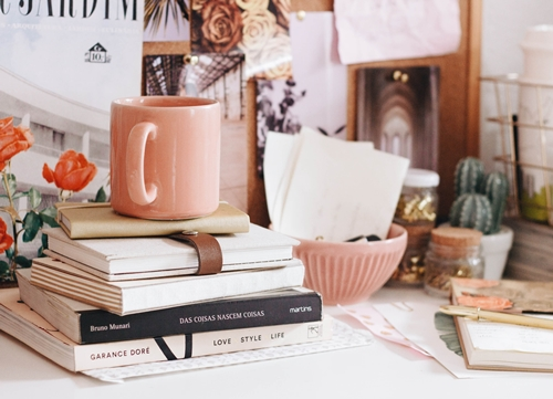 Declutter and Maintain your Home Image 2 - Tidy Desk