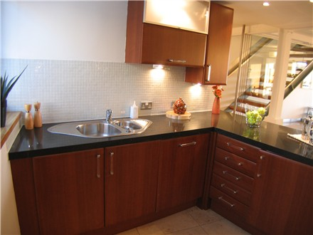 Kitchen after home staging - picture 1